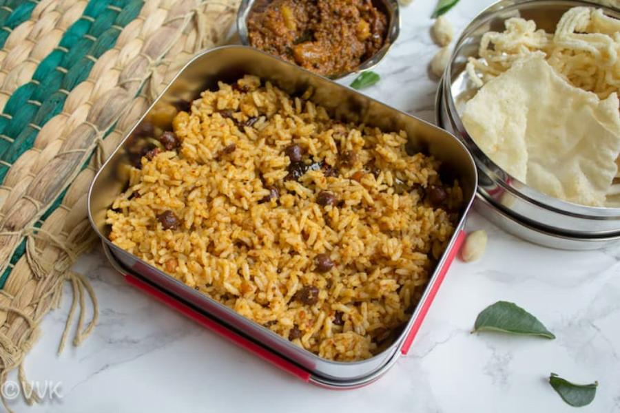 Puliyogare, tamarind rice